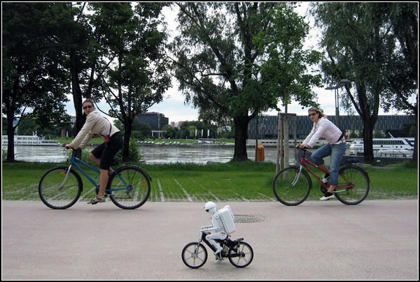 Роботы - велосипедисты