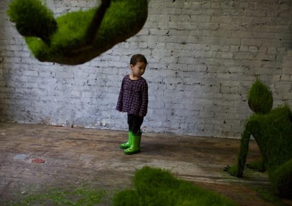 Выставка растущих травяных скульптур