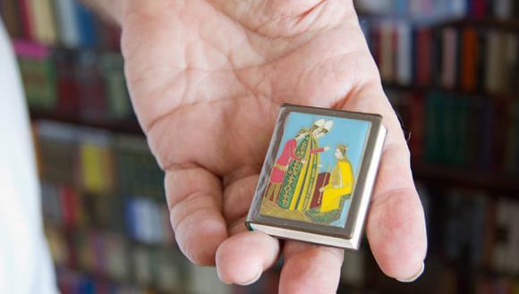 Самая миниатюрная библиотека